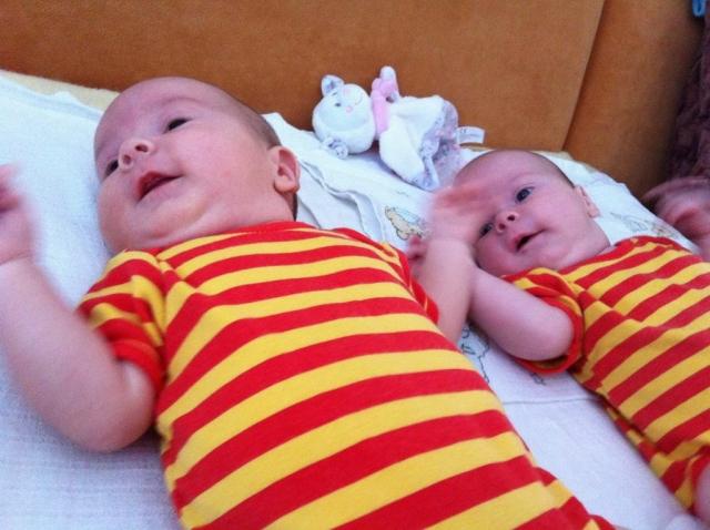 dvojičky Katka a Šimonko - jún 2014